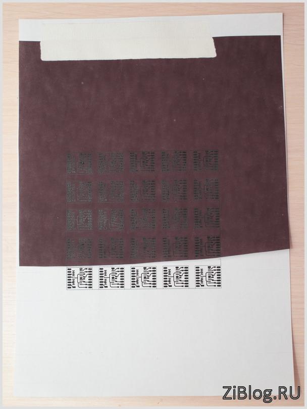 Самоклеящаяся этикетка 25х25х25 символ молния иэк